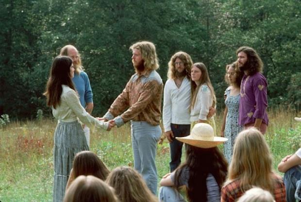 O lídeo religioso Gaskin oficializa um casamento em 1978.