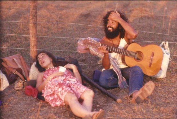 hippie-commune-guitar-couple