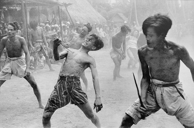 Kriss-dancers-in-a-trance-Batubulan-Bali-Indonesia-19491